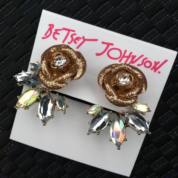 1070516098208 HP2/10💟 Betsey Johnson Gold Sparkle Rose Earrings NWT